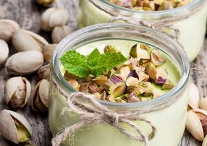 Yaourt aux pistaches, miel et menthe - en
